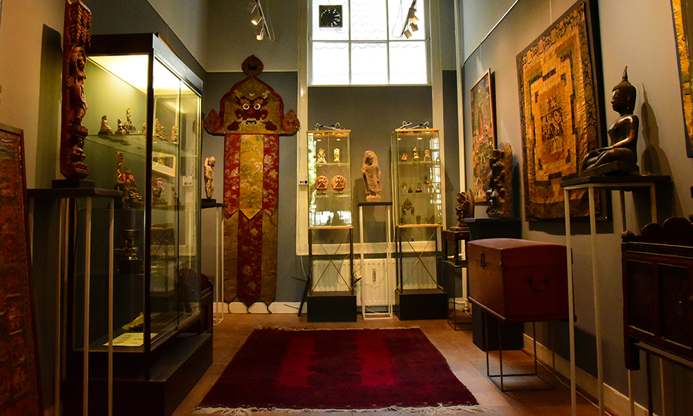 Galeria da Holanda com antiguidades do Tibet, Nepal e índia em Amsterdam