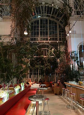 Interior da Brasserie Palmenhaus em Viena