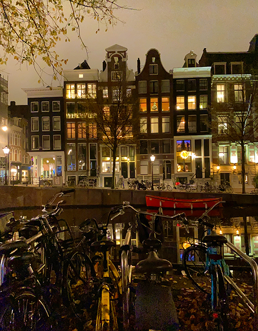 Canal houses in de hip neighbourhood of Jordaan in Amsterdam