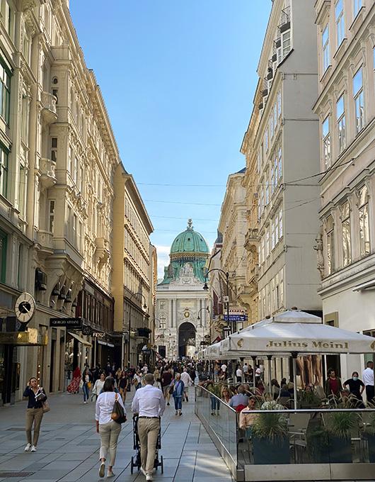 Turistas passeando no centro de Viena