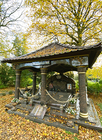 Opulent sepulture at cemetery in Amsterdam