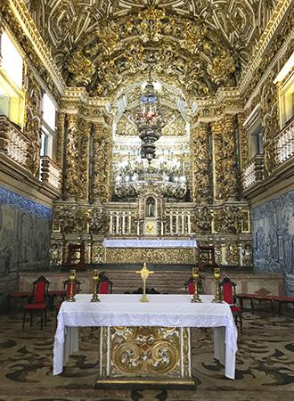 Interior folheado a ouro da Igreja de São Francisco em Salvador