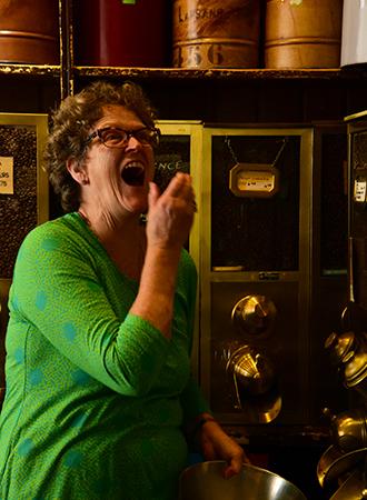 Marie Louise Velder proprietária do coffee shop 't Zonnetje Koffie Thee en Kruiden Amsterdam