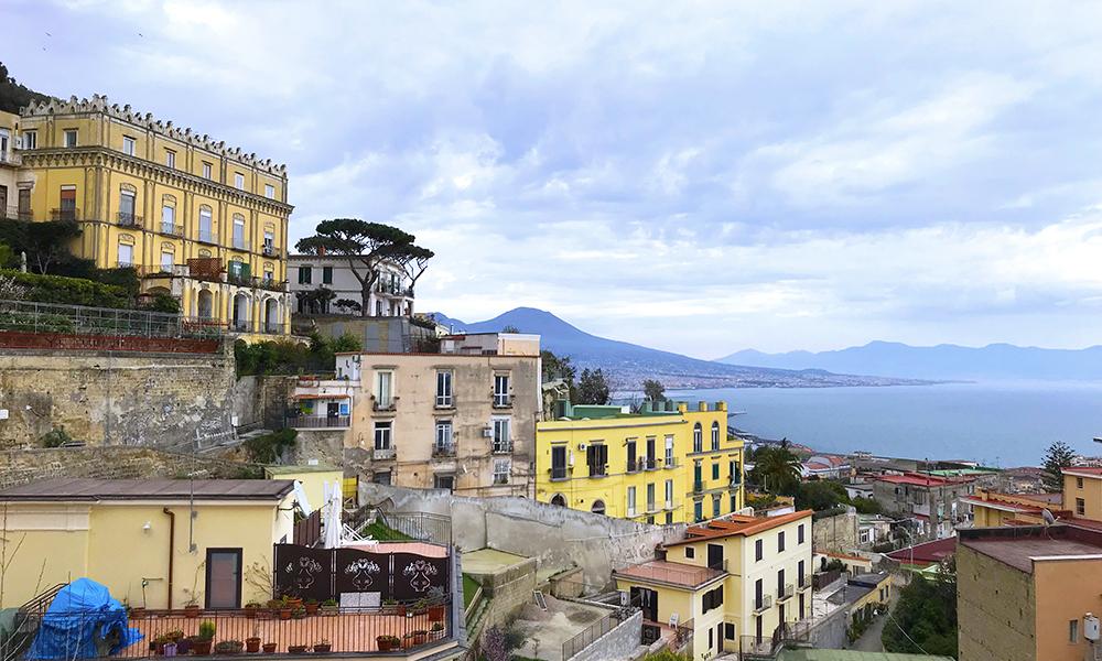 Vista de cima da cidade de Nápoles