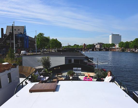 Nada convencional: o estilo de vida de quem vive em casas-barco