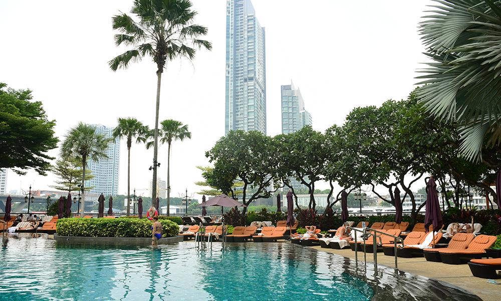 Swimming pool at the Shangrila Hotel in Bangkok