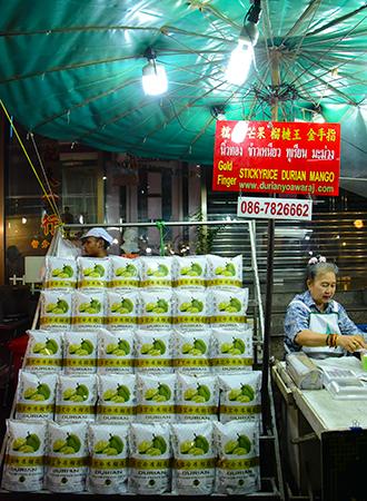 Comida de rua em Chinatown em Bangkok