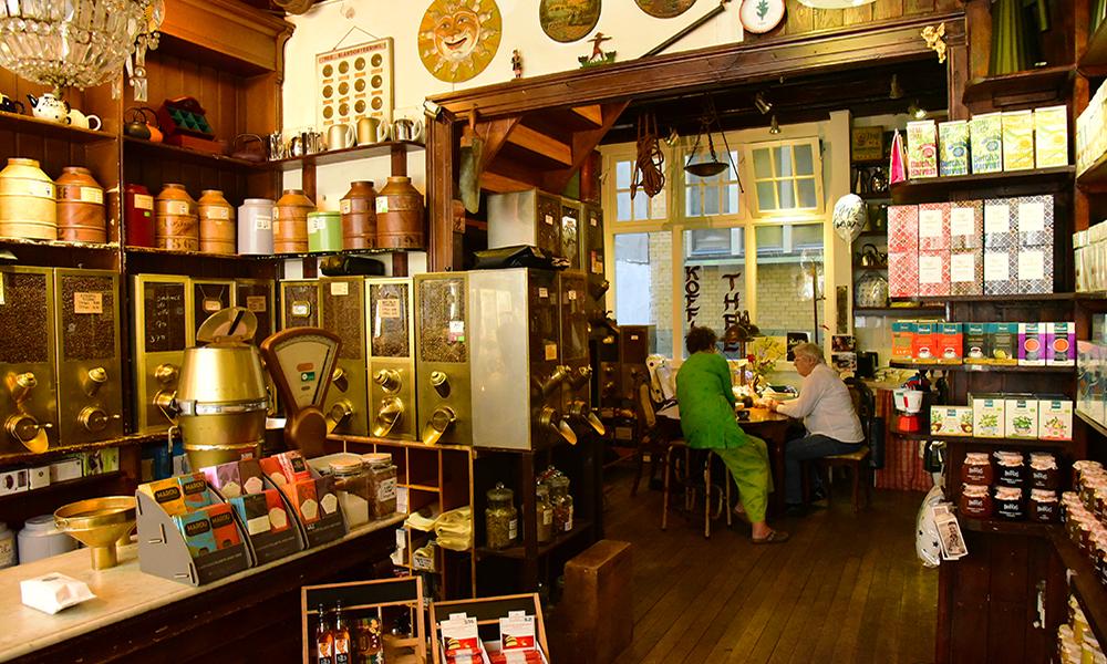 Interior do coffee shop 't Zonnetje Koffie Thee en Kruiden em Amsterdam